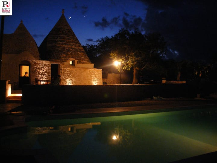 Trulli e Grotte House with pool