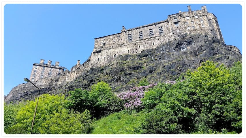 The Wee Thistle, Grassmarket by Edinburgh Castle