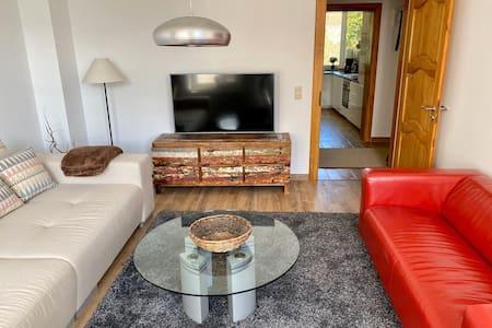 Schöne zentrale 3-Zimmer Wohnung mit Grillplatz
