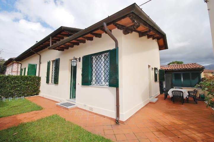 Villa Micaela : villa romantica con wi fi gratuito