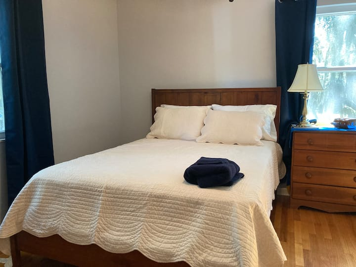 Nautical master room close to beach and downtown!