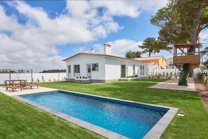 Ericeira villa + swimming pool + tree house