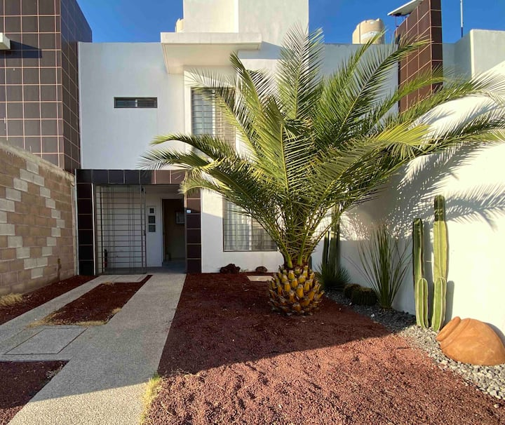 Luxury House, in the heart of the Industrial Zone