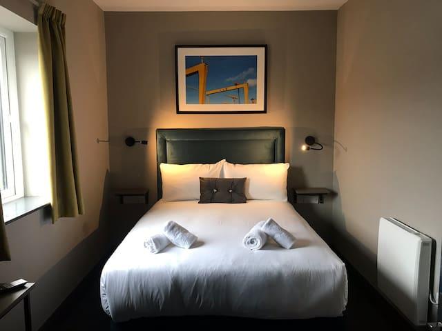 Great location, En-suite bedroom, shared kitchen 1