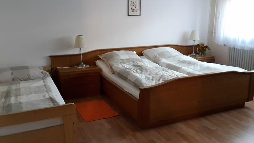 Zimmer ruhig gelegen mit separatem Aufenthaltsraum