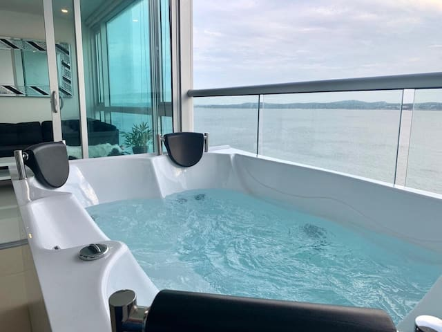 Super Luxury 1 BR Private Jacuzzi Ocean View!