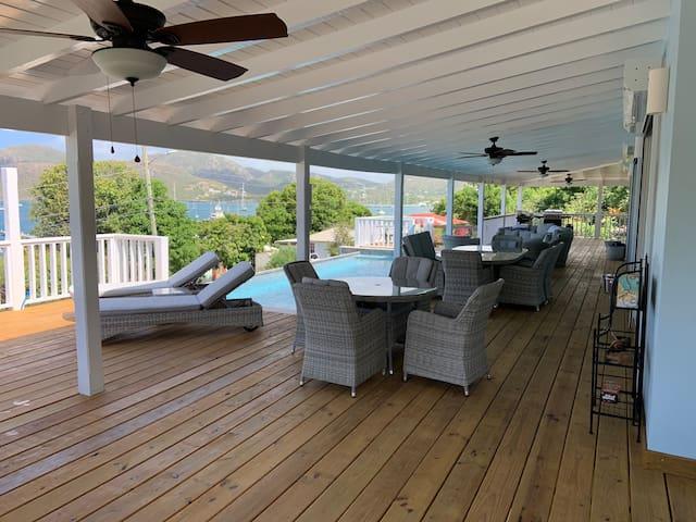 *New* 5 bed/bath, Pool, huge deck, aircon, decks
