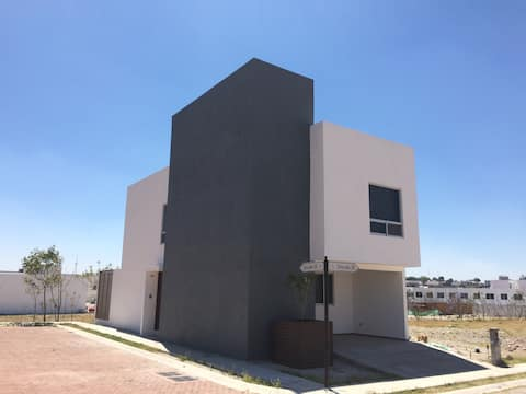 New single house close to VW, supermarkets & mall
