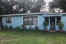 Sweet, Comfy, Bright Orlando Home, Close To It All