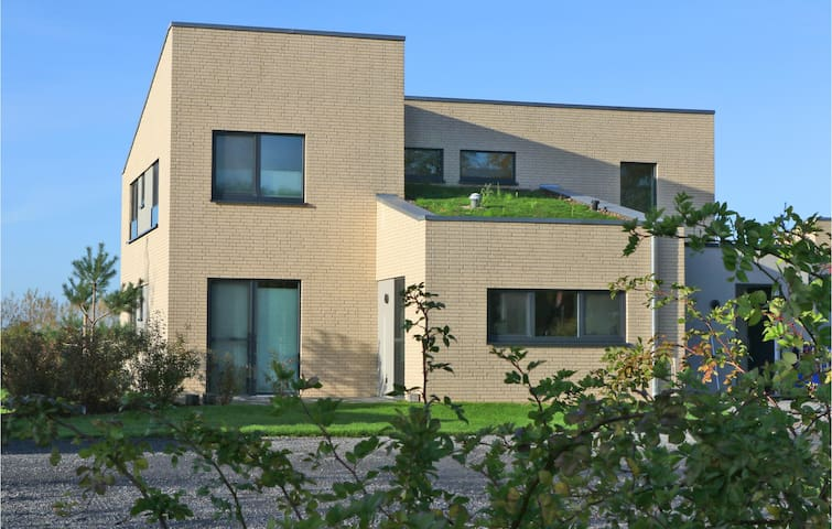 Stunning home in Lembruch/Dümmer See with Indoor swimming pool, Sauna and 5 Bedrooms