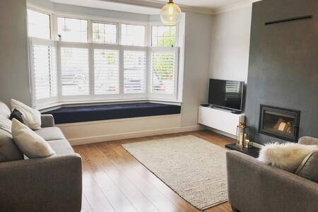 Beautiful private garden flat with free parking