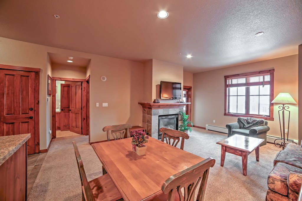 The unit provides all the comforts of home within walking distance of Breck's powdery slopes and scenic hiking trails!