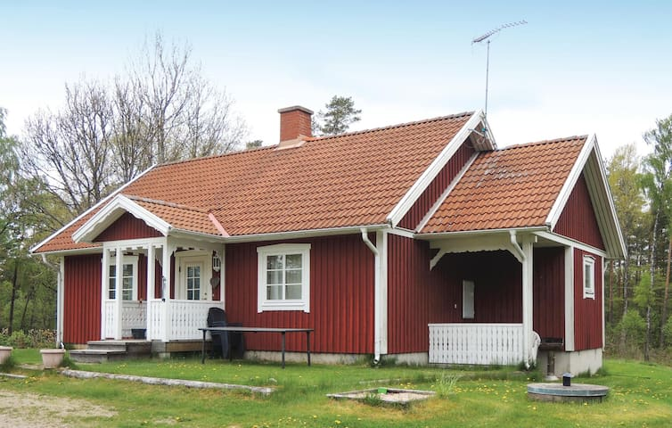 Holiday cottage with 2 bedrooms on 90m² in Annerstad