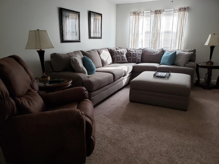 Furnished 2BR1BA spacious 1200 sq ft available