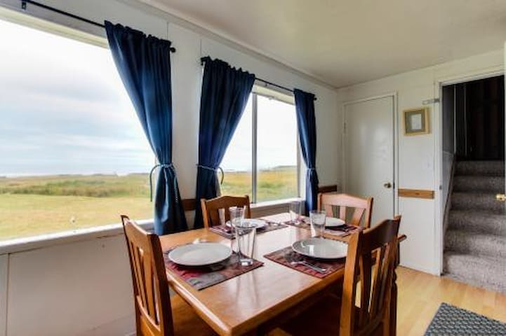 Amazing Oceanfront Cottage sleeps 8 - Yachats - Apartment