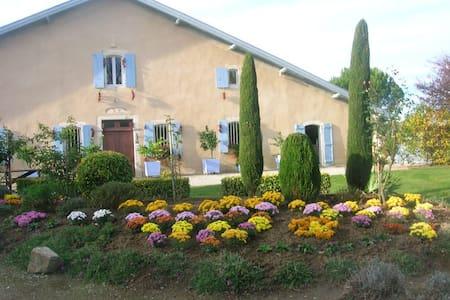 maison belair dans la campagne - Bélus - Rumah