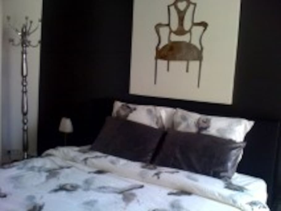 Bedroom 1 - Boxspring can be split into 2 separate beds