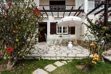 Spacious Beach Garden Apt at Corfu's west coast - Agios Gordios - Daire