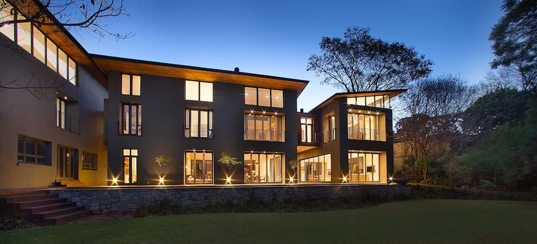 Mana House - modern secure mansion