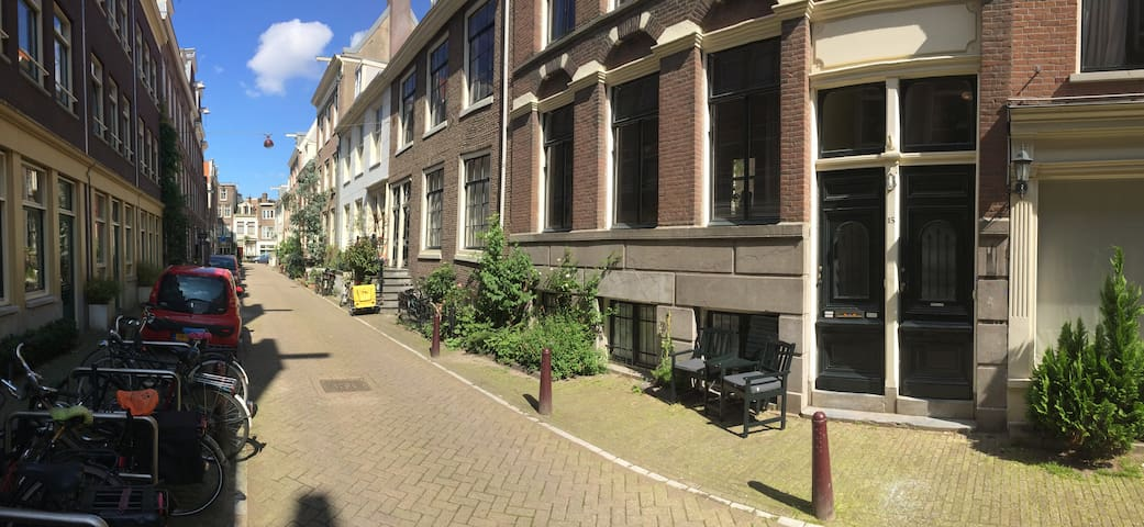 Private room, canal area, 350 meter to Rijksmuseum - Amsterdam - Radhus