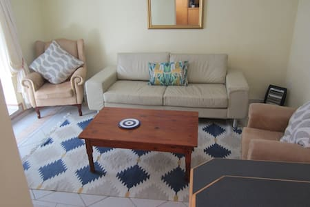 Self catering apartment, walk to beach and shops