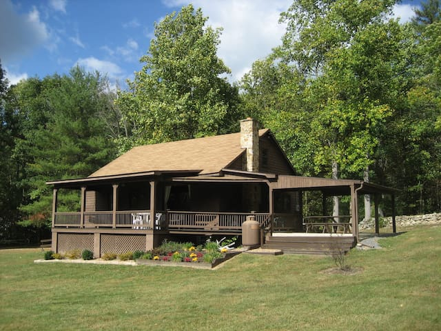 FOX DEN--Secluded Mountain Getaway - Luray - Cabana