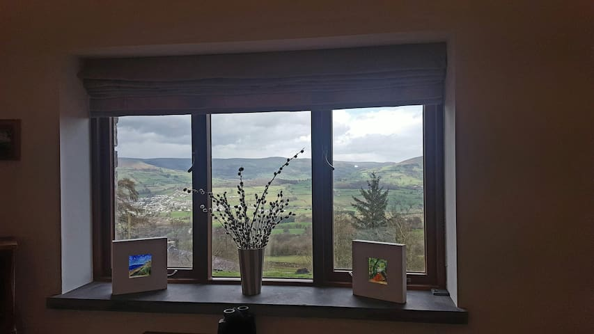 A1 views private steamroom sitting room & hot tub. - Llangattock