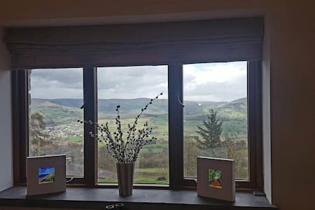 A1 views private steamroom sitting room & hot tub. - Llangattock - บ้าน