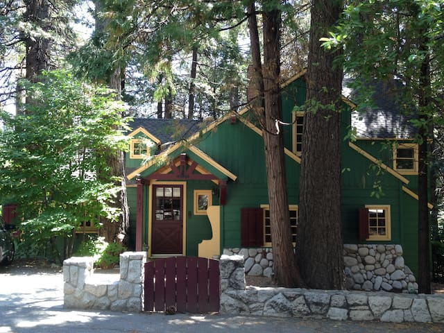 Lakefront Charmer with Private Dock - Lake Arrowhead - Huis