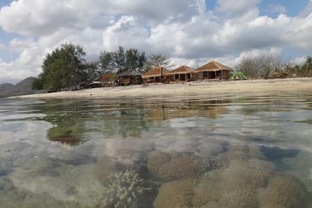 Nirvana Gili Sudak - Sekotong Barat - バンガロー