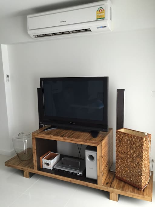 We do not have cable TV - Thai public channels only - however you may enjoy a movie from our DVD library. You can also hook your iPod and enjoy a nice sound system (be considerate of the neighbours).