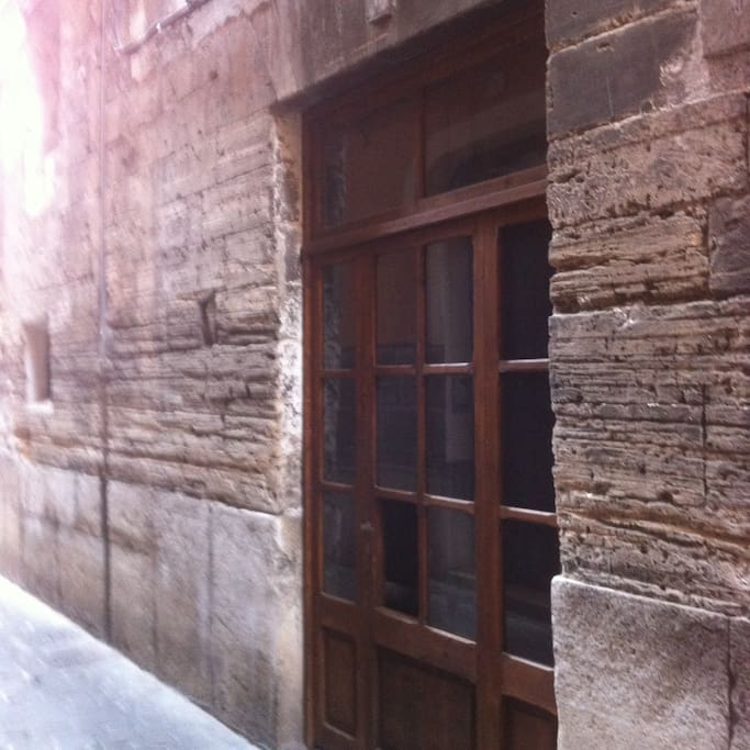 Entrada al apartamento desde la calle Samaritana.