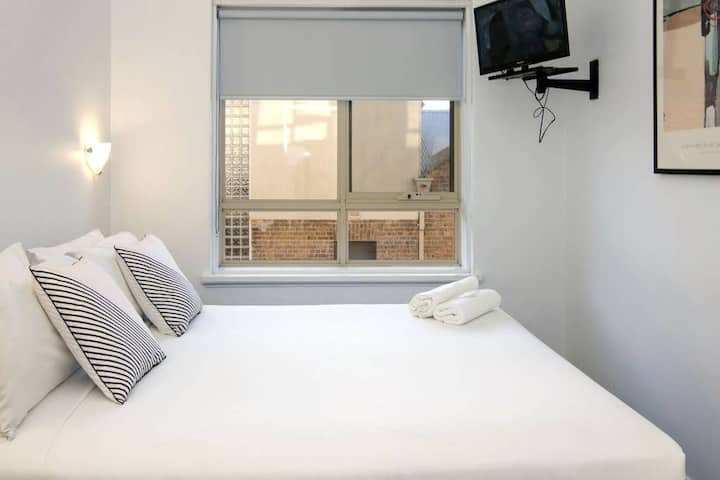 One-Bedroom Apts · One-Bedroom Apts · One-Bedroom Apts · Value! One-Bedroom Apartment Next To Chapel St