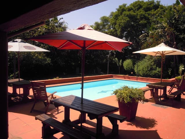 Country style peace and relaxation in the city - Midrand - Guesthouse