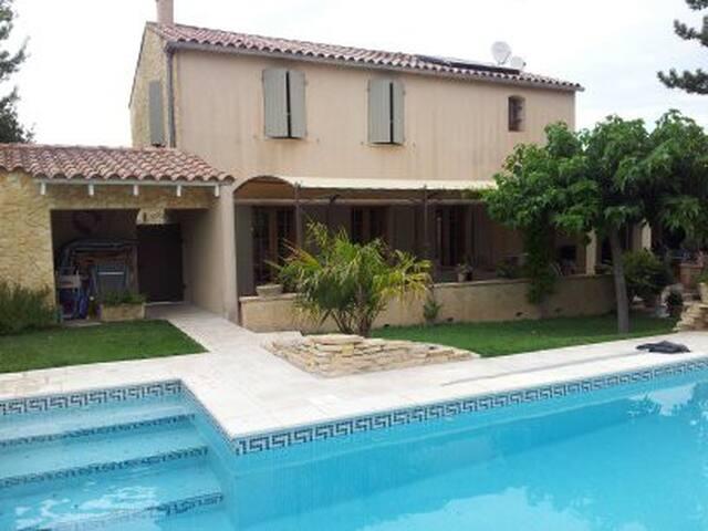 Villa  spacieuse avec piscine en Provence - Jonquerettes - บ้าน