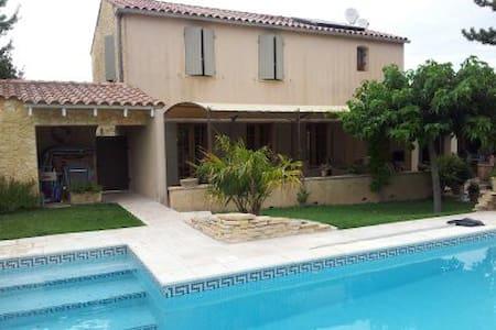 Villa  spacieuse avec piscine en Provence - Jonquerettes - Huis