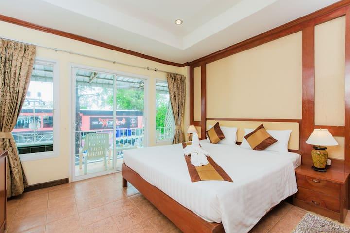 J studio for 3,kitchenette,balcony - Patong - Leilighet