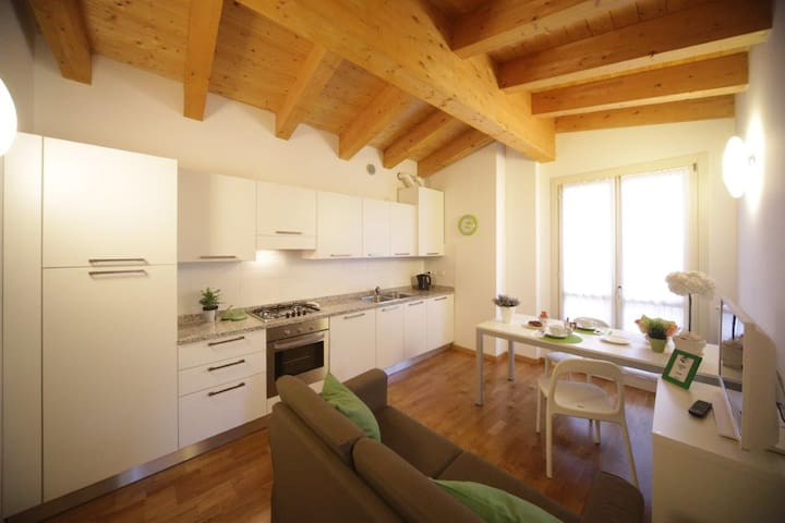 CITY RESIDENCE BILOCALE IN CITTA' - Bergamo - Lägenhet
