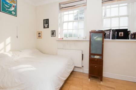 Large Room in a 2-bedroom flat - London