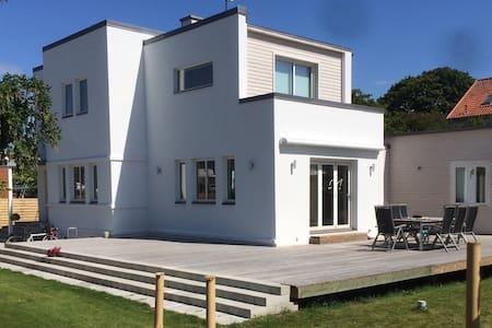 Modern house near city center - Ystad - Дом