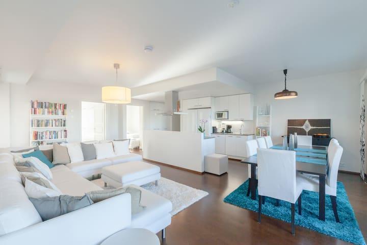 Luxurious, modern&central:3BR+sauna
