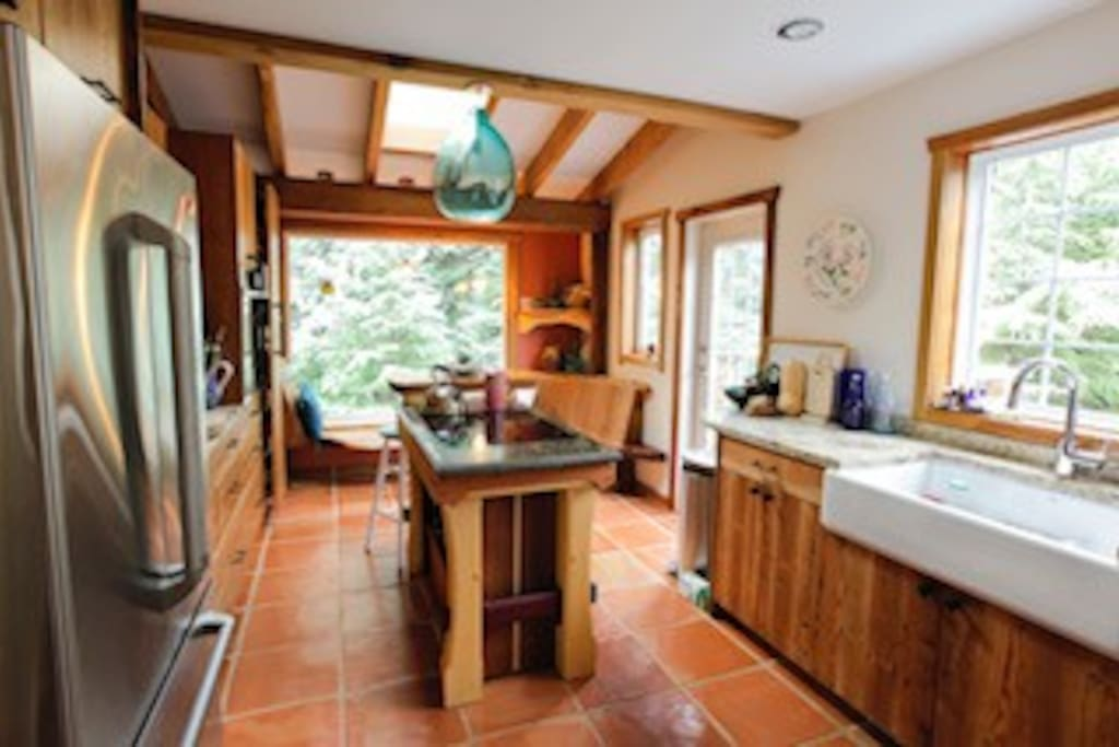 Beautiful Oceanic forest view kitchen