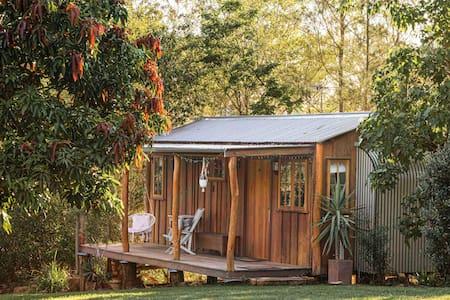 The Boho Hut (17km CBD) Rustic Luxury