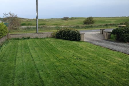 Dbl room overlooking Golf Links! - Bettystown - House - 1