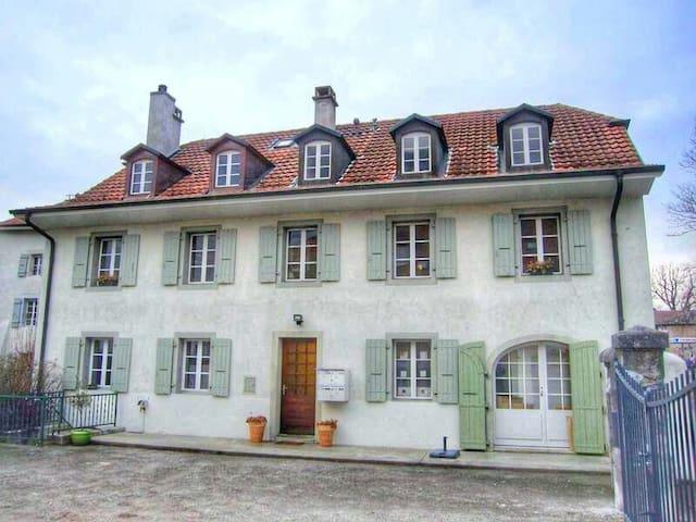 Charme du village de Veyrier - 베이리에 - 아파트