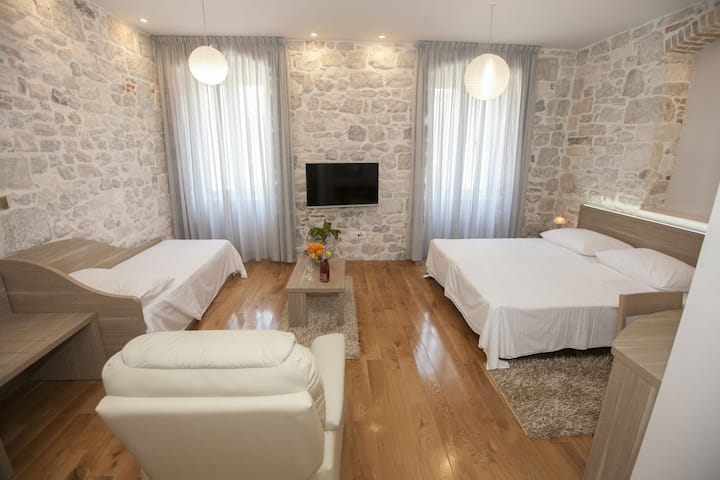 Tifani Luxury Rooms for 3+1 B&B
