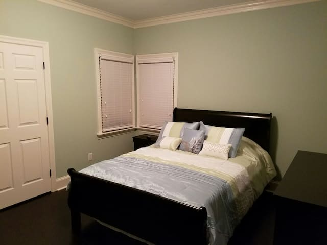 Cozy Room in a nice, quiet, upscale neighborhood.