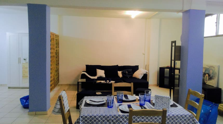 Authentic greek apartment near METRO/BUS station - Agii Anargiri - Departamento