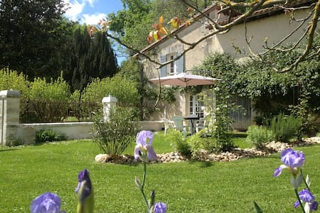 Pretty Cottage close to Aubeterre  - Hus