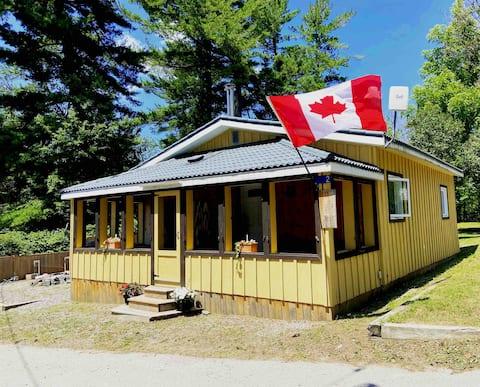 Cozy Canadiana Cabin in Bala just off Lake Muskoka
